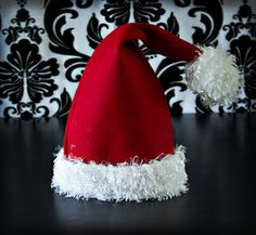 Fleece Santa hat holiday, tutorials, felt, fleec santa, fabric scrap, jingle bells, hat patterns, santa hat, fleece hats