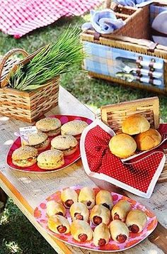 Mini-sandwiches for the pic-nic!