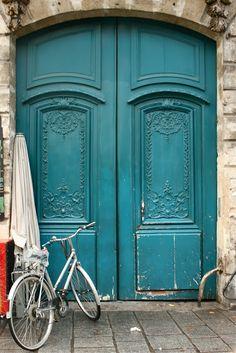 Paris Through My Lens: Portes Bleues Et Un Vélo