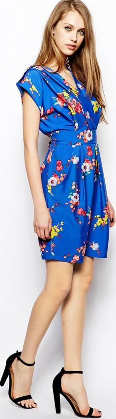 Hot Prints for Spring, Summer & Vacation - article - http://www.boomerinas.com/2014/04/23/hot-prints-for-spring-summer-vacations-7-pattern-trends/