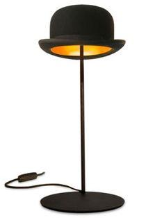 Chapéus masculinos viram peça de decoração! http://www.feminices.blog.br/chapeus-masculinos-viram-peca-de-decoracao/
