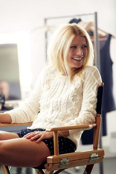 Gwyneth short, icon, polka dots, gwyneth paltrow, style, knit sweaters, outfit, cozy sweaters, chunky knits