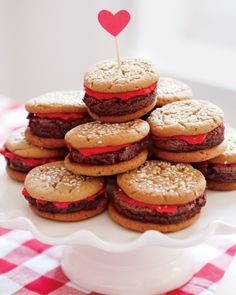 "These ""hamburgers"" are actually a combination of cookies and brownies -- so cute!"