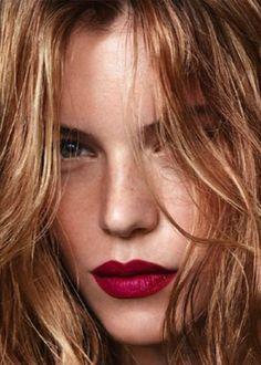 Dark lips are a hot fall trend! Ell Franc, Makeup, Red Lips, Lip Colors, Lipstick, Beauti, Lip Colour, Hair, Dark Lip