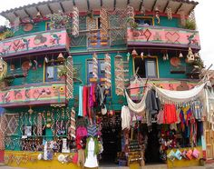 Colombia - House of handcraft sales in Raquira - Pano