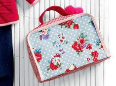 Mini Satchel Suitcase - Free PDF + Binding your Edges with Bias Strips #sewing