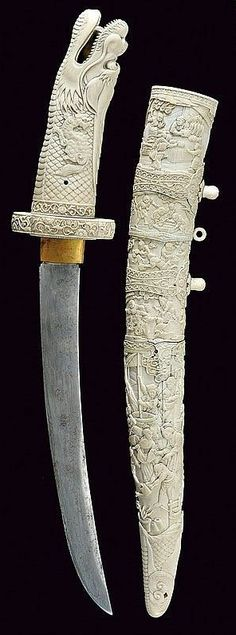 A beautiful decorated tanto. Japan 19th Century.
