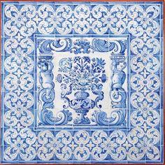 """""""Albarrada"""" painel de 81 azulejos decoração a azul. Português séc. XVIII"""
