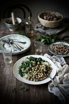 Chickpea salad with walnuts