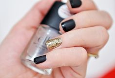 black and gold nail art//Indie Punk Goddess