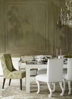 Classic moulding in the dining room