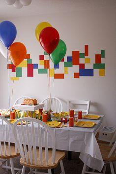 Decoración en paredes para una fiesta Lego