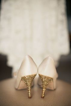 Get inspired: Soft pastel pink wedding shoes with glittery golden heels!
