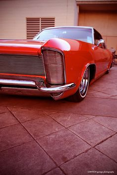 '65 Buick Riviera  Love the remote control head light covers!!!