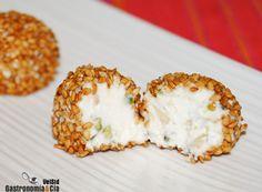 bombón de queso de cabra y frutos secos con sésamo caramelizado