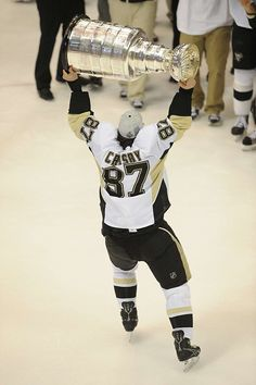 Sidney Crosby with the Stanley Cup.