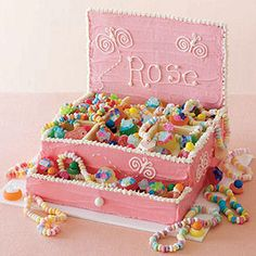 Oh my goodness. How cute is this. Farrah may get cakes for more then just birthdays. To many cute girl cakes. I love the candy necklaces in it. cute cute