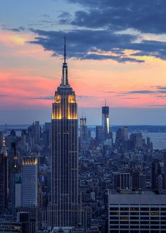 Beautiful view of New York City's skyline, highlighting the Empire State Building