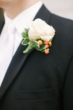 Photography by lauraivanova.com, Floral Design by fleurdelisfreshflowers.com