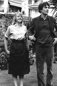 Jodi Foster and Robert Dinero on the set of Taxi Driver, 1976.