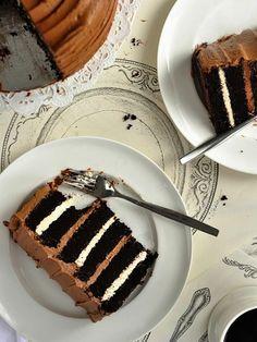 Chocolate-Toasted-Marshmallow-Cake-Sweetapolita