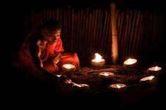 young monk, eye candi, 2013 captur, candi photographi, chiang mai, light candl