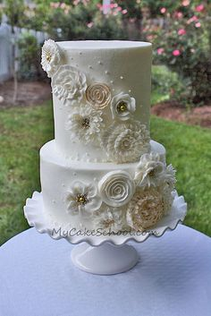 Cascading buttercream flowers - I love that these are buttercream! By My Cake School, Flickr photostream.