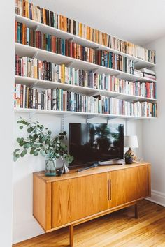 Easy DIY Bookshelves #diybookshelf