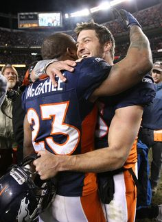 I love you kid! Willis McGahee hugs Tim after win.