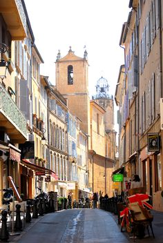 [AIX EN PROVENCE]     Old Sreet in Aix en Provence / Vieille rue dans Aix en Provence  #provence #alpes #cote #azur #tourism #tourisme #france #south #sun #aix #aixenprovence #pacatourism #pacatourisme #PACA #provencal #ocean #beach #tourismepaca #tourismpaca