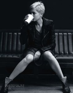 short hair, michell william, balenciaga, style icons, shorts, leather jackets, michelle williams, cup of coffee, combat boots