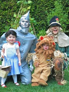 "Neil Patrick Harris, David Burtka, and their kids in their ""Wizard of Oz"" costumes on Halloween 2012. View more EPIC cosplay at http://pinterest.com/SuburbanFandom/cosplay/"