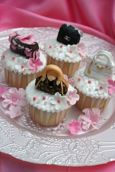 Handbag and flower cuppies