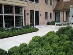 palest contemporary smooth stone patio with cloud planting   Privétuin   Vertus