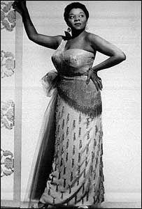 Another plus sized beauty graced us during Hollywood's glamour era...Ms.Dinah Washington, this take no stuff, in your face blues singer was the beauty of every man's eye. :-)