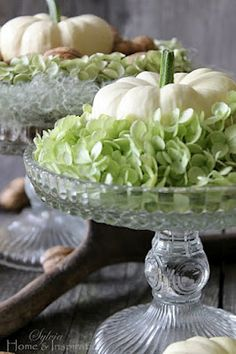 Home & Inspiration great tablescape ideas for Thanksgiving.