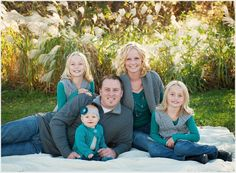 great family pose ideas!