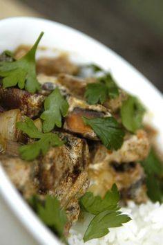 Mushroom Stroganoff... Easy and delicious! |easypeasyorganic.com