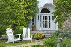 Who's in need of some spa treatment? On June 14, 2014 (from 10 am - 4 pm), the Spa at Norwich Inn provides a 15% discount on a spa service and a 15% dining discount. Plus, visitors will get a tour of the facility, along with refreshments.