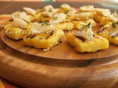 Quadrotti di polenta al Parmigiano