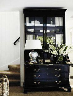decor, living rooms, vignett, white walls, black cabinets