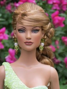 About Tess: Tess is a repaintrestyle of a Glinda doll byCheryl Jax (CJax)
