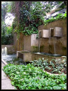 Nice contemporary water feature`