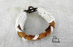 Pulseira artesanal de couro e corchê, faça a sua.  #crochet #diy #acessorios #artesanato