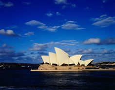 Australia on a shoestring. An article by Lonely Planet on how to enjoy Australia on a budget. #Australia #traveltips