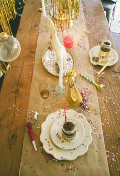 New Years party decor // www.vintagewhitesblog.com