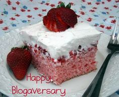 Mommy's Kitchen: Strawberry Shortcut Cake & Happy Blogaversary to Mommy's Kitchen
