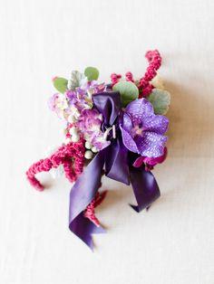 DIY Flower Ring Pillow, photo by Rachel May Photography http://ruffledblog.com/diy-flower-ring-pillow #diyprojects #ringpillow