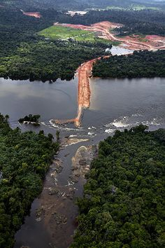 The Belo Monte would be the third largest dam in the world, and the second largest in Brazil. It is expected to submerge as much as 400,000 hectares and could displace an estimated 20,000 people :(