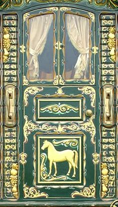 Lovely touches to a vardo - Ginn Gypsy caravan, Gypsy Caravans, Gypsy Waggons and Vardos: Artists and Designers